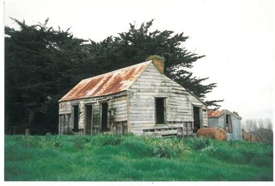 Ray's Cottage Waikopua; La Roche, Alan; 1/10/1995; 2017.118.75