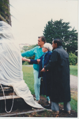 Unveiling the monument to Te Wheoro at the Howick Historical Village.; 27/11/1988; 2019.098.02