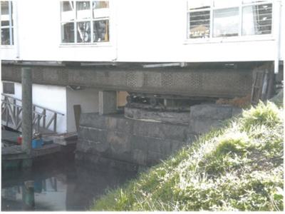 The turning gear from the 1866 iron bridge across the Tamaki River; 2008; 2017.255.11