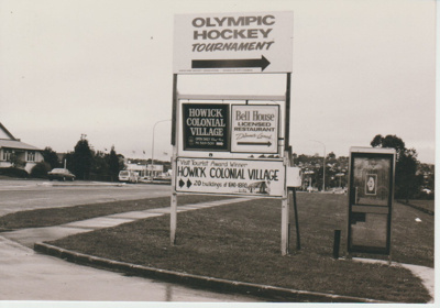 Signpost on the corner of Pakuranga Road and Bells Road; La Roche, Alan; 1/11/1983; 2019.109.08