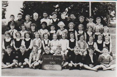 Howick District High School primer 4 and Std 1 pupils; 1945; 2019.050.01