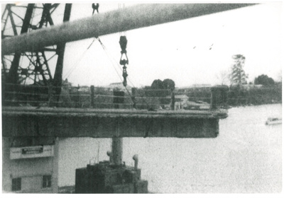 Mahua crane demolishing Panmure bridge; 1959; 2017.285.24