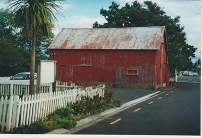 Bell House Barn.; La Roche, Alan; 1/02/2001; 2018.052.25