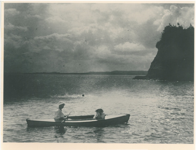 Vernon and Hazel in a canoe at Howick Beach; 1913; 2016.520.17