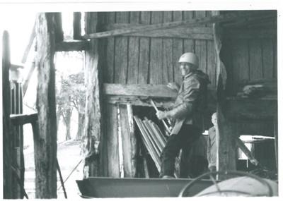 Arthur White removing split Kauri boards at Middleton Farm, Hunua; La Roche, Alan; 1/09/1987; 2017.088.30