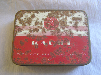 Red and White Kauri Tobacco tin. Inscription on ...