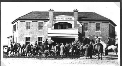 Pakuranga Hunt outside Marine Hotel; ca 1930; 8035