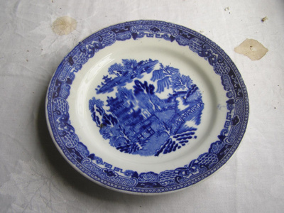 Ceramic bread plate with blue and white willow des...
