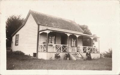 Schmidt's Cottage, Uxbridge Rd, Howick, c 1910. A ...