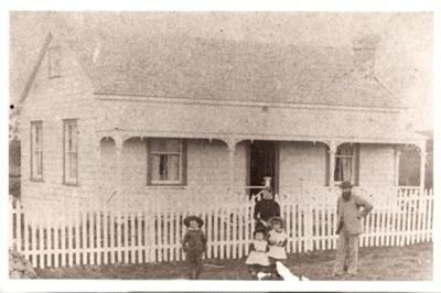 Cottage, Howe St, Howick. c. 1900.; Alan La Roche; Sept 1979; 11009