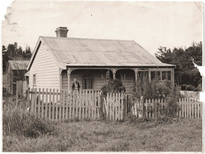 Mrs Smith at her home, Moore St, Howick.; 11063