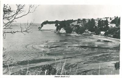 Howick Beach low tide, 1959; 1959; 2016.546.49