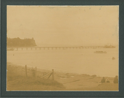 Howick Beach and Wharf c1920; Judkins, A J T (?); c1920; 2016.600.40