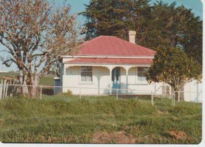 Farm cottage on Gills Road.; 1/06/1975; 2017.611.23