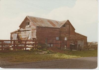Bloomfields Road barn.; La Roche, Alan; 1/05/1976; 2017.603.11