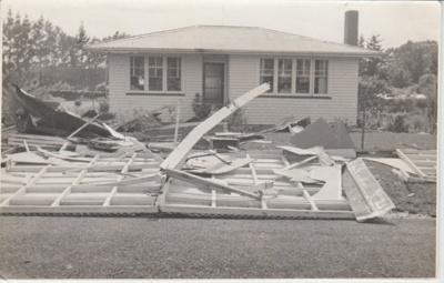 Tornado damage Botany Road; Young, Heather; 1/12/1959; 2019.088.01