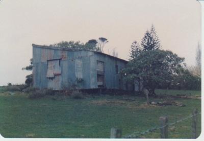 Graham Strauchan's barn, Omana; La Roche, Alan; Auust 1985; 2017.321.77