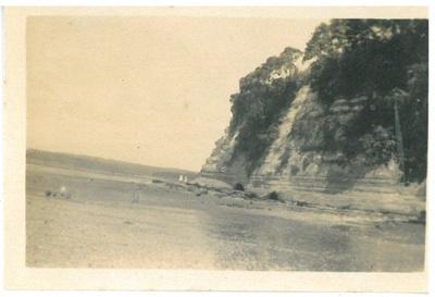 Howick Beach Cliffs 1920; 1920; 2016.544.49