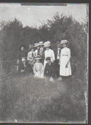 A postcard from Elsie Bell written to Bessie Ferguson.; c1910; 2018.336.15
