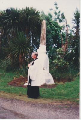 Rev. Bruce Moore blesing the monument to Te Wheoro; 27/11/1988; 2019.098.01