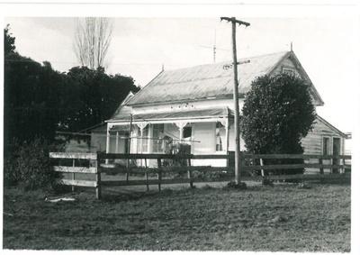 Willowbank Cottage in East Tamaki; La Roche, Alan; 1991; 2017.139.11