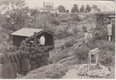 The dedication of Torere Ngai Tai (Maori Meeting House) in the Garden of Memories.; 20/10/1936; 2019.090.11