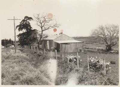 An old barn in Gills Road, Pakuranga; 1/10/1968; 2018.119.48