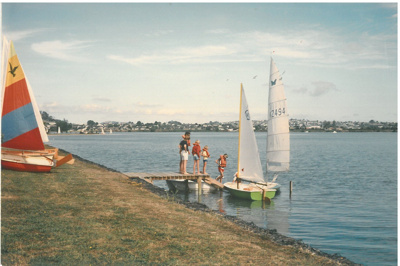 Launching yachts at Farm Cove.; Tudehope, T; 1978; 2016.504.04