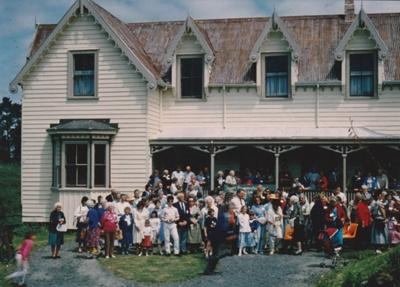 130th Fencible Reunion showing descendants outside Puhinui.; 25 October 1987; P2021.155.03