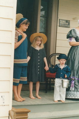 Verity Southern, Chrissy and Elijah on the Puhinui verandah on an HHV Live Day. ; Palmer, Ros; October 2003; 2019.198.15