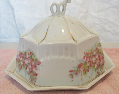 Plate with a six sided dome lid, for using to serv...