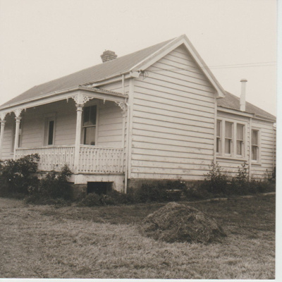 Roberts homestead on Pakuranga Road; McCaw, John; 1970; 2018.132.21
