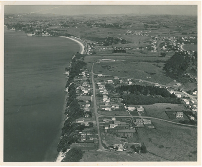 Aerial view of Eastern Beach; Whites Aviation; 20.3.1956; 2017.044.07