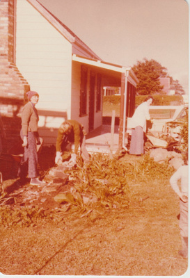 Working bee in Howick Historic Village.; 1/06/1979; 2019.129.02