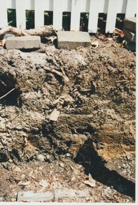 Excavation at Shamrock Cottage.; La Roche, Alan; 1/10/1998; 2018.042.50