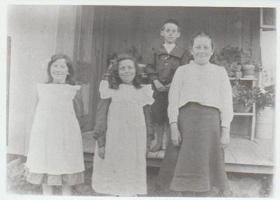 Annie Ferguson, Freda Andrews, Doug Andrews and Elsie Bell; c1905; 2018.336.06