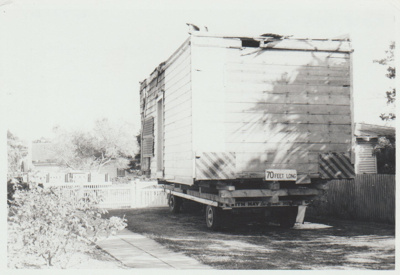 Smallman's cottage on a trailer; La Roche, Alan; 1/02/1974; 2018.089.29