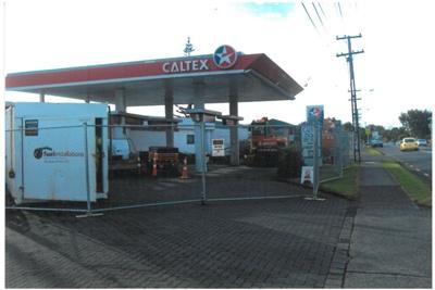 The Caltex petrol station in Sandspit Road; La Roche, Alan; 2011; 2017.217.33