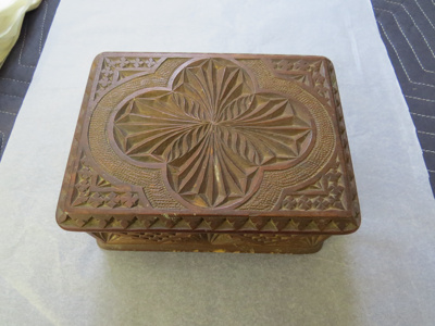 Wooden box, with carved top; O2017.161