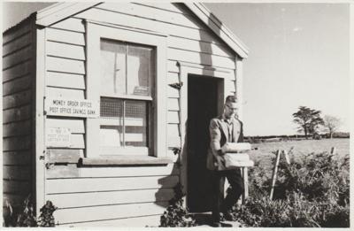Pakuranga Post Office; Sloan Photo Service; 1950; 2018.101.11
