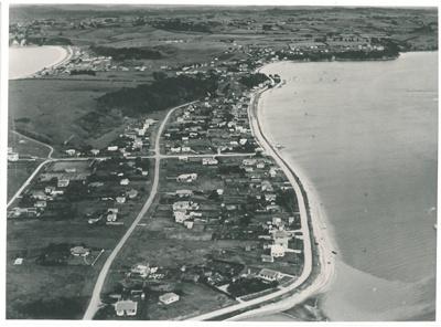 Bucklands Beach aerial; Whites Aviation; 1950; 2016.639.46