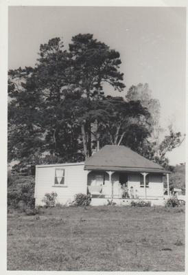 Colonel de Quincy's cottage in Bells Road.; La Roche, Alan; 1/04/1973; 2018.084.11