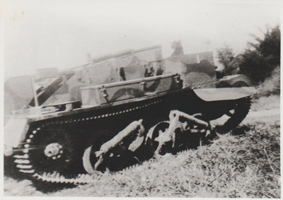An army tank at Mellons Bay in 1942; Litten, Mrs J C; 1942; 2017.337.67