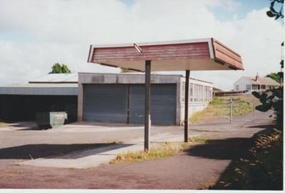 The Howick Bus Company's parking yard; La Roche, Alan; c2000; 2017.492.09