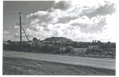 Pakuranga Road near Town Centre; La Roche, Alan; 1950; 2017.235.56