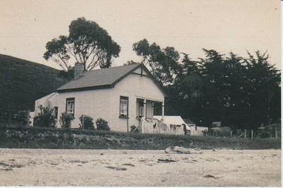 Noel Campbell's house at Maraetai; 1920-1939; 2017.318.77