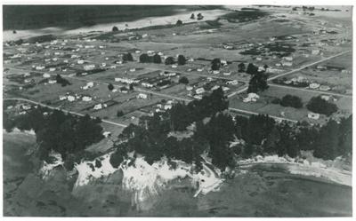 Beachlands, aerial photo looking towards Maraetai Beach; Whites Aviation; 1950s; 2017.313.68