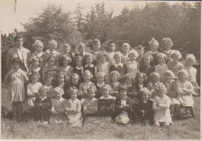 Howick District High School Primer 4 girls, 1952; Sloan, Ralph S, Auckland; 1952; 2019.072.37