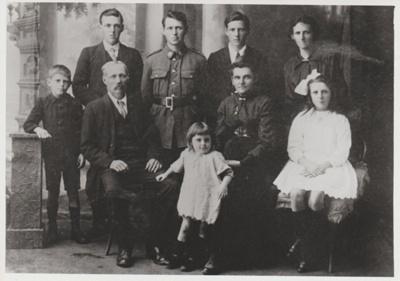The Broomfield family; c1918; 2018.314.02