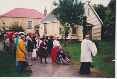 Rev. Bruce Moore rededicating the monument to Te Wheoro; 27/11/1988; 2019.098.04